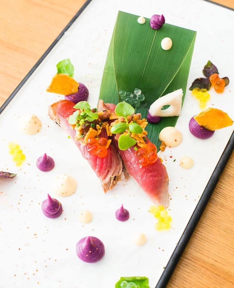 Tataki de Atum com Crumble de Cebola
