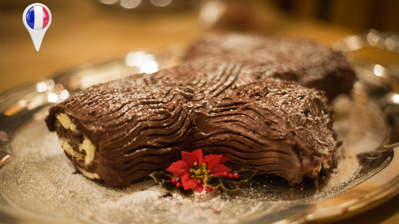 Semelhante ao tronco de natal português, o Bûche de Noël também está presente na casa dos franceses.