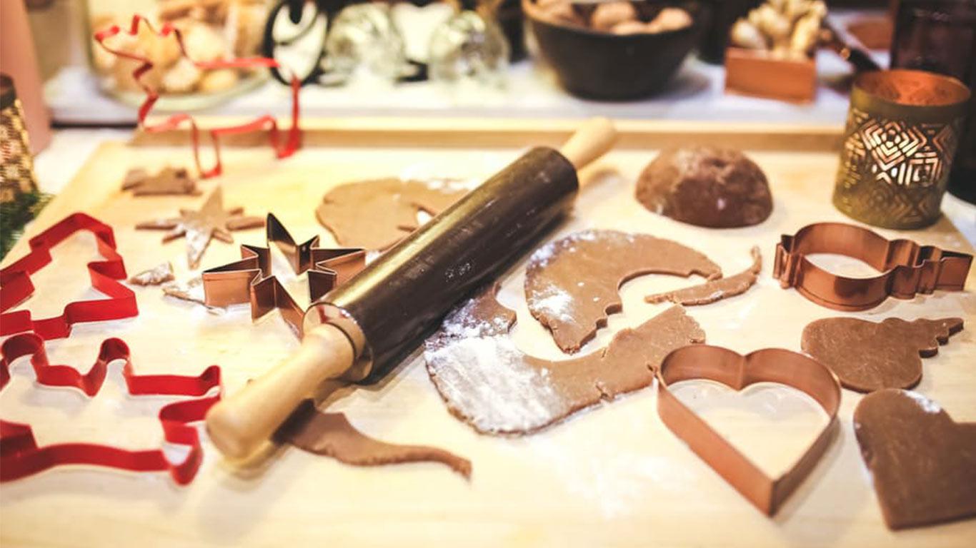 https://www.pexels.com/photo/making-gingerbread-cookies-6293/