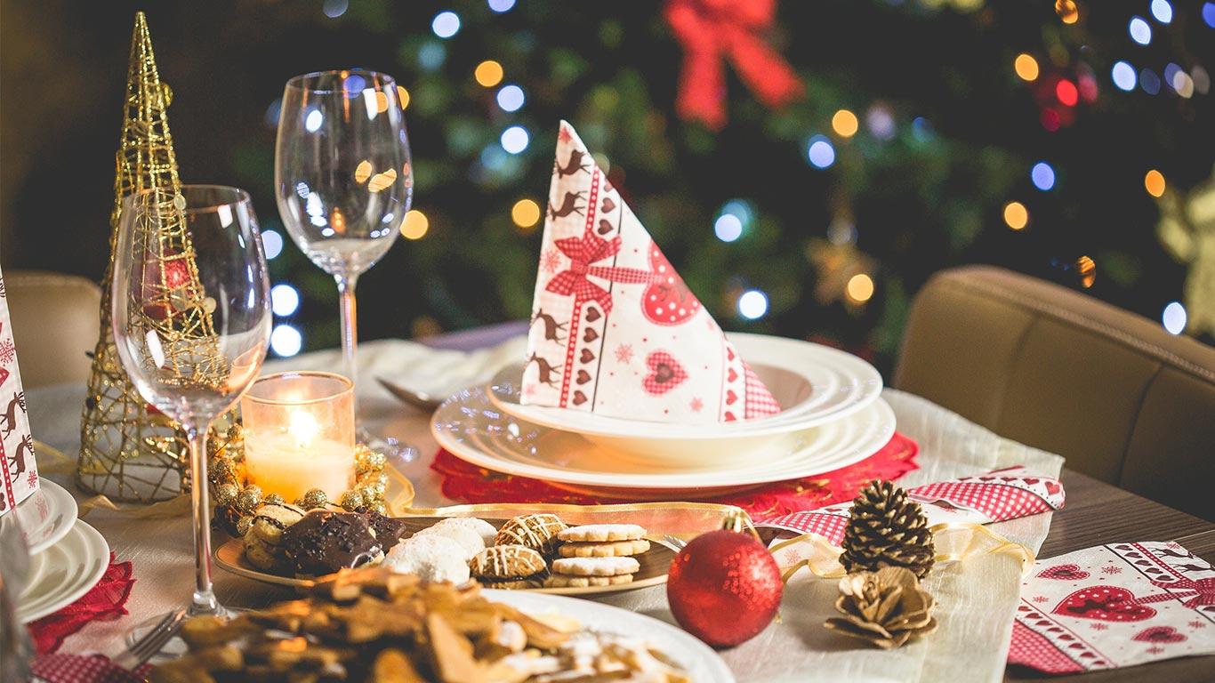 https://www.pexels.com/photo/blur-bokeh-candle-christmas-decoration-196648/