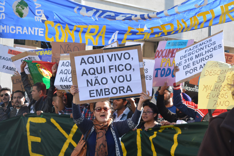 Início da marcha pelos direitos dos imigrantes em Portugal, junto ao Centro Comercial da Mouraria.