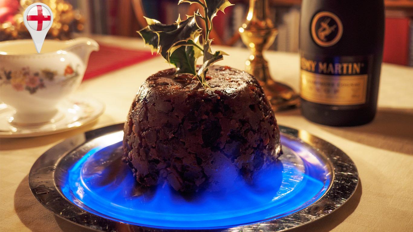 Original da época medieval, o flaming christmas pudding é servido em Inglaterra durante a ceia de natal.
