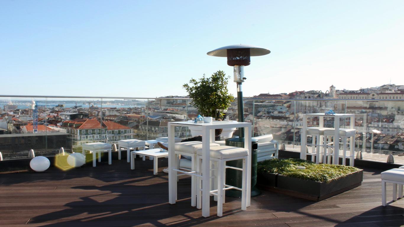 Espaço de convivio do rooftop do Hotel Mundial