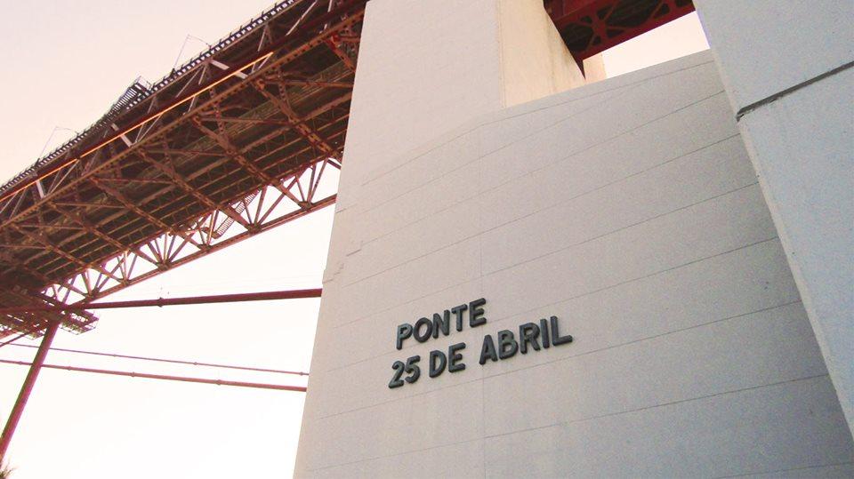 Pilar 7, onde podemos ver o nome da Ponte.