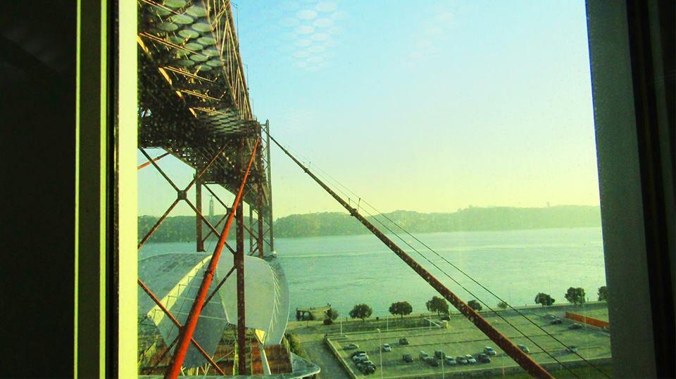 Subida de elevador, até ao tabuleiro da Ponte.
