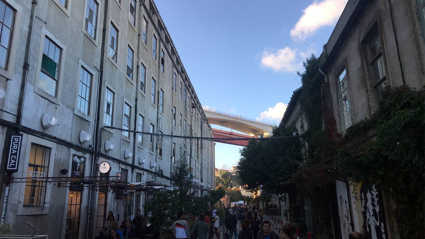 Rua principal do Lx Factory