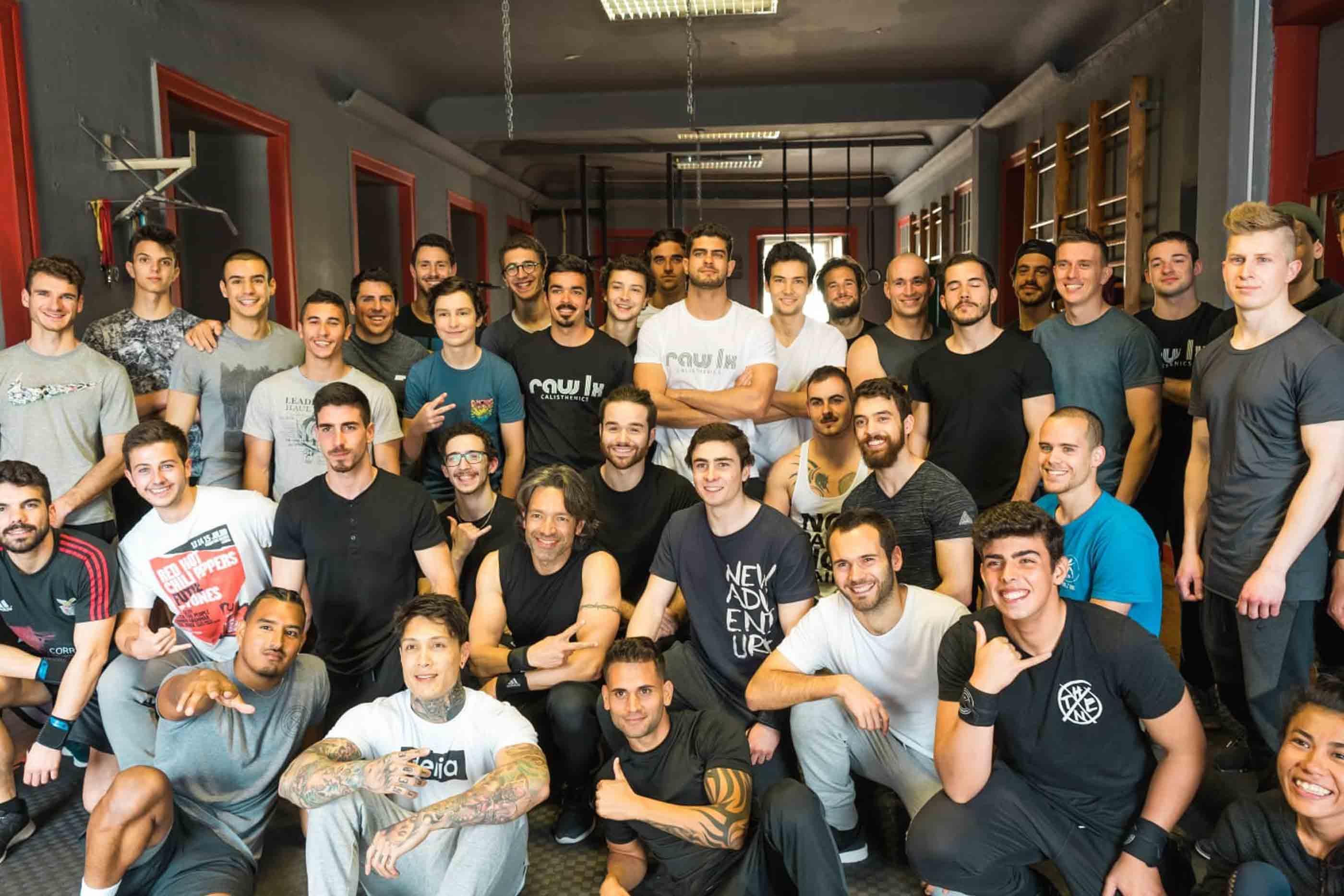Membros do ginásio Raw LX.