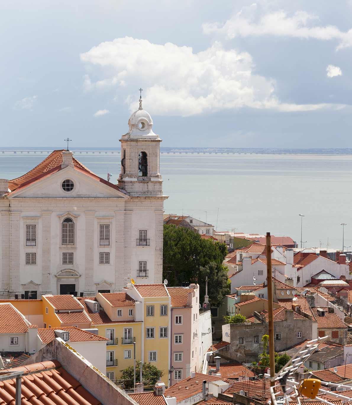 Vista sobre a cidade de Lisboa e sobre o rio Tejo