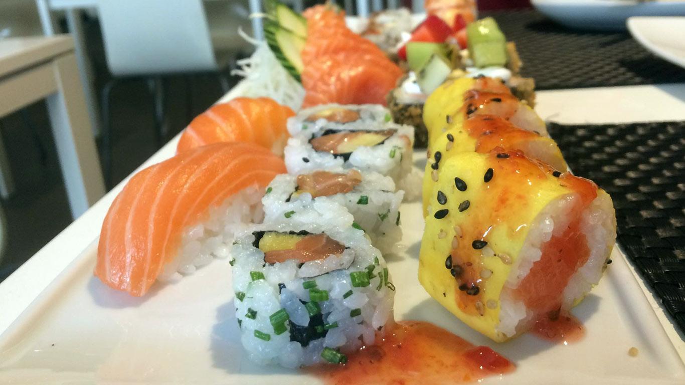 Almoço de rodízio no Sushi Factory, em Alcântara.