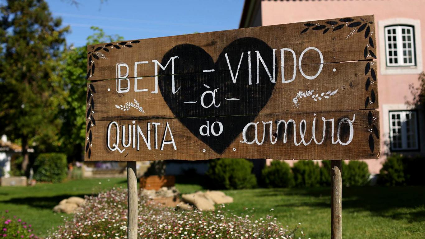 Placa de Boas-Vindas à Quinta do Arneiro