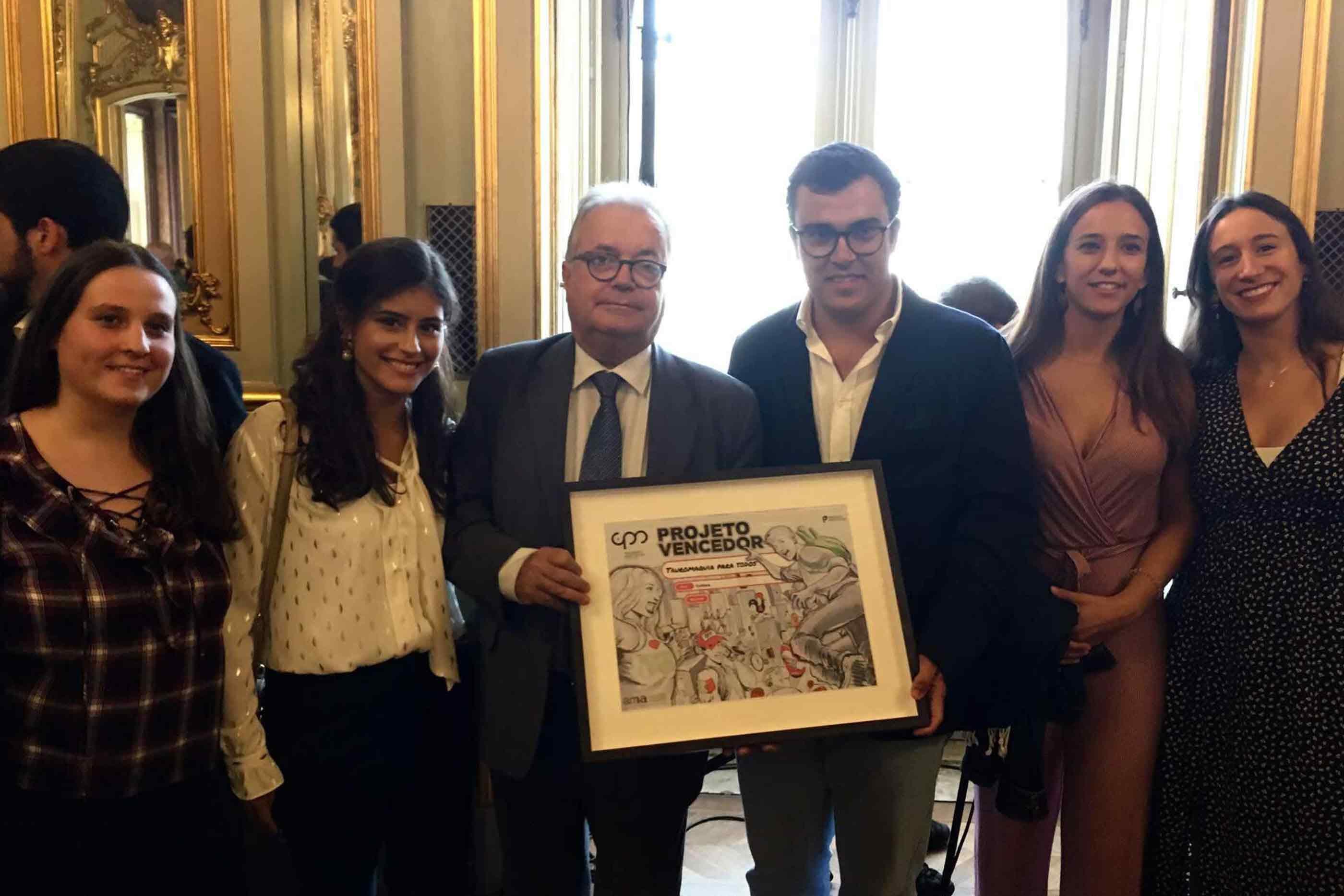 Entrega do prémio do projeto Tauromaquia para todos por parte do ex-ministro da cultura Luís Castro Mendes
