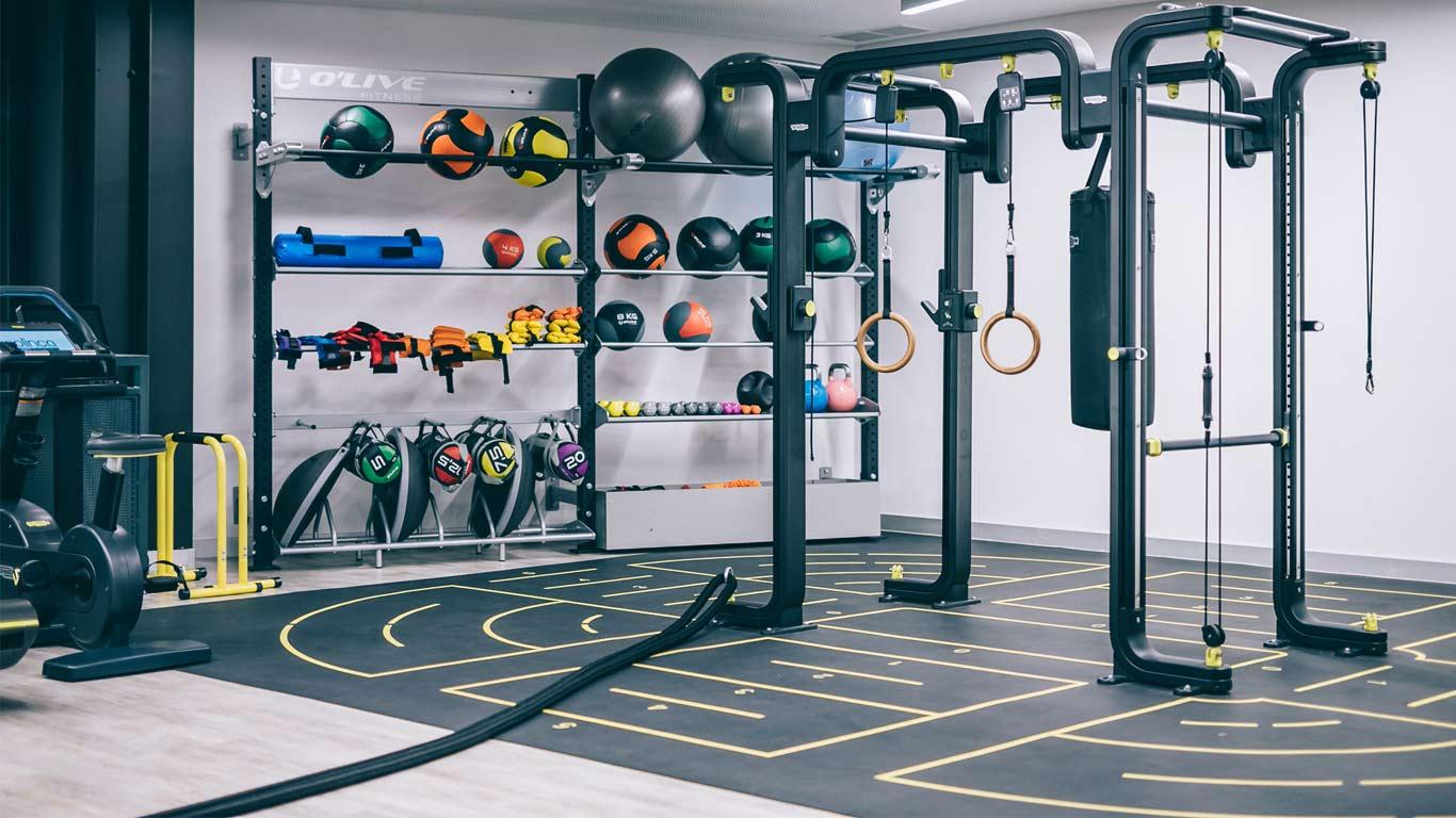 Espaço de equipamentos de treino do ginásio Solinca Health & Fitness