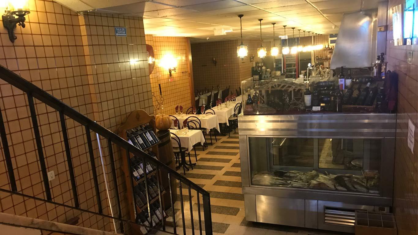 O restaurante Ti Lurdes oferece um menú por 13,5€ com couvert, prato principal, bebida à descrição, sobremesa e café.