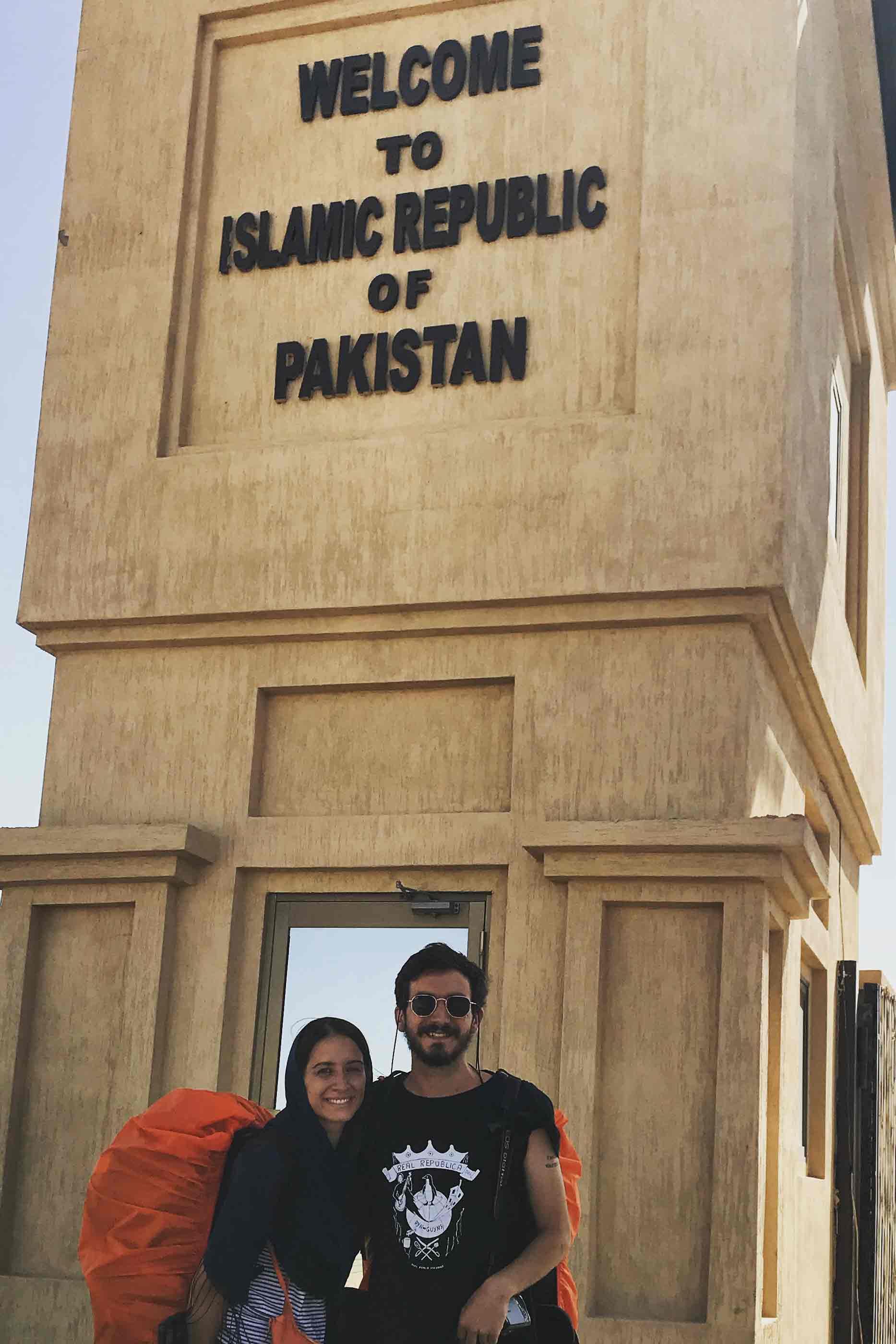 Tiago e Joana no seu primeiro dia no Paquistão