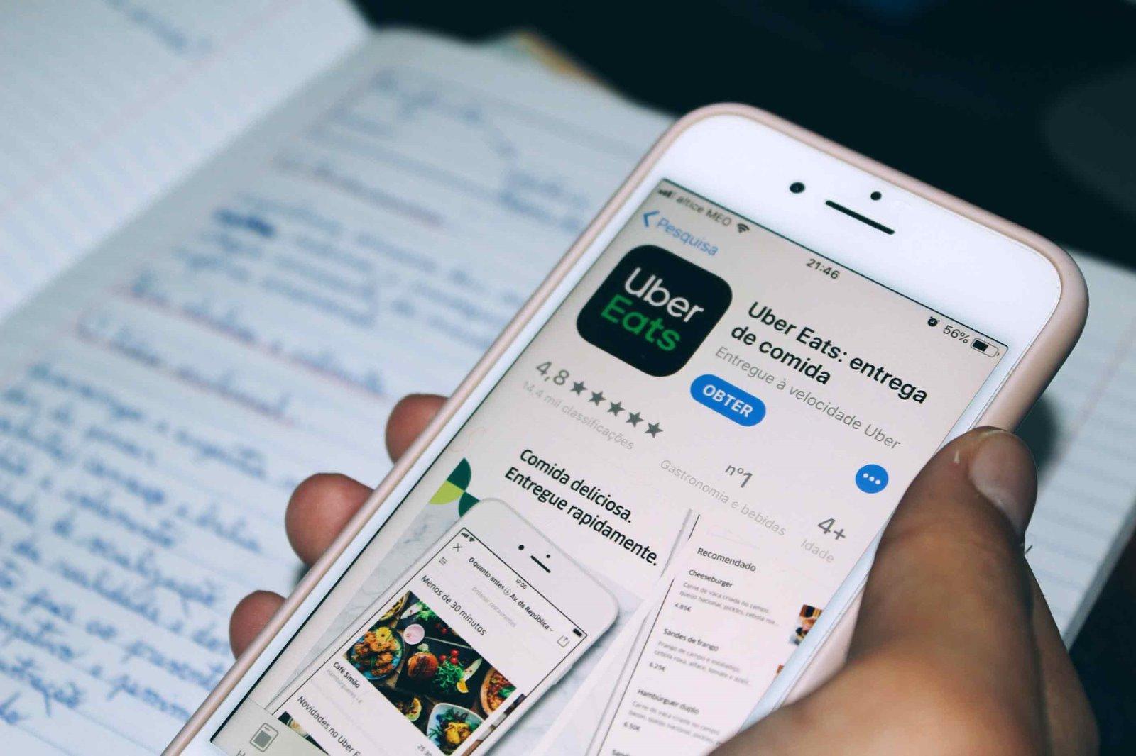 A app da UberEATS é gratuita e está disponível para IOS e Android.