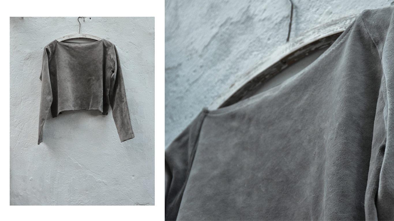"""Camisola """"cropped"""" em veludo orgânico cinzento claro com estilo grunge"""