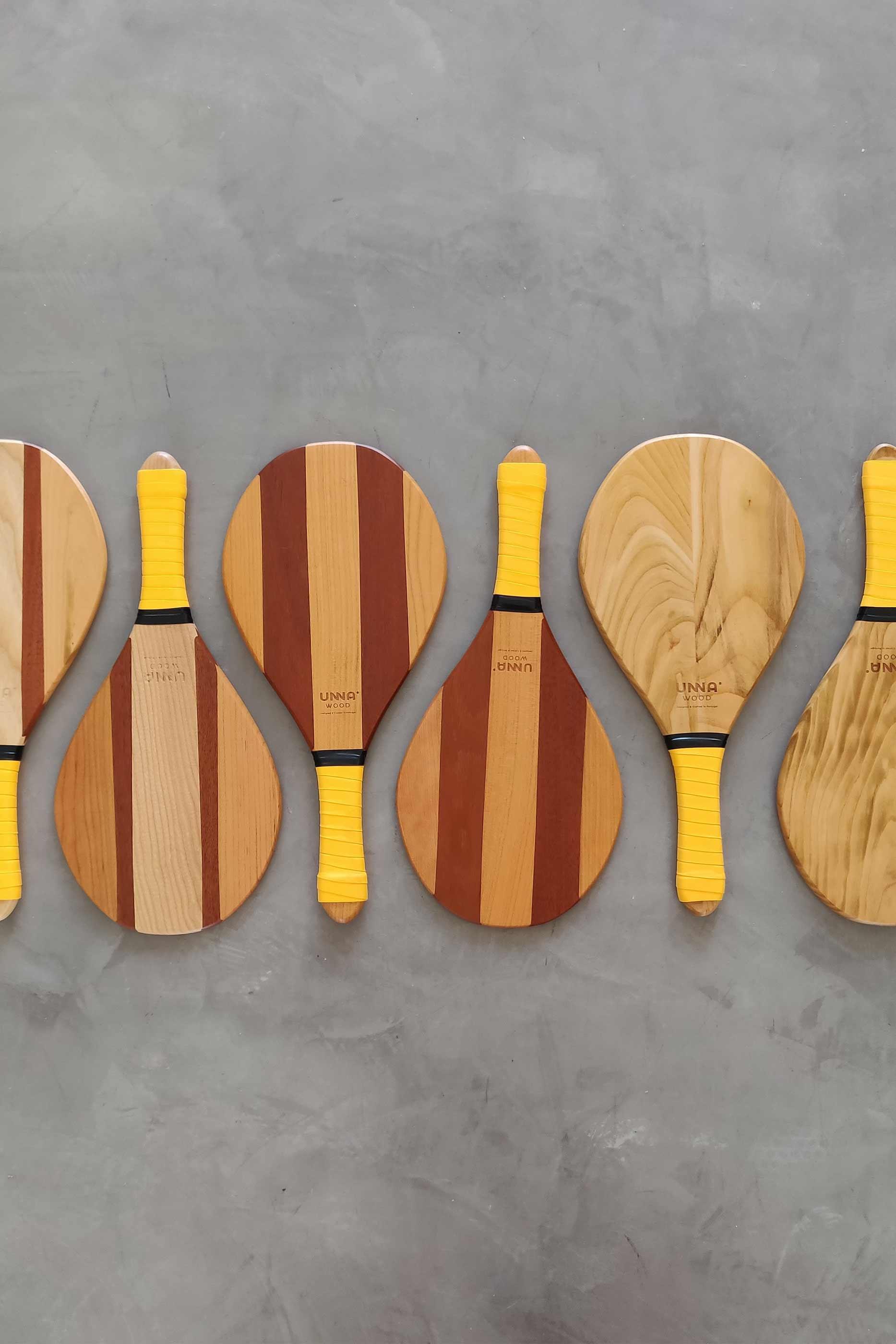 Seis raquetes de praia expostas em padrão