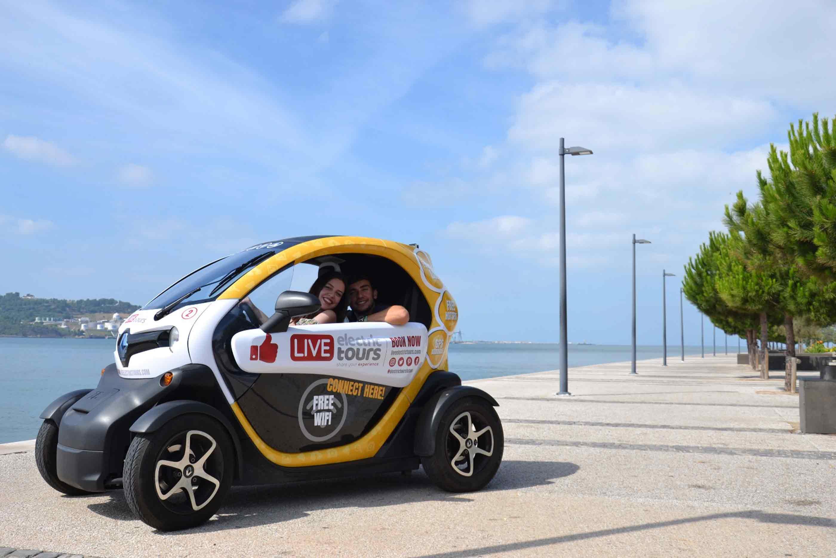 Um dos carros Live Electric Tours em passeio