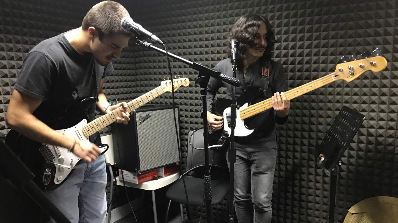 31B Jeggas Guitarrista e Baixista