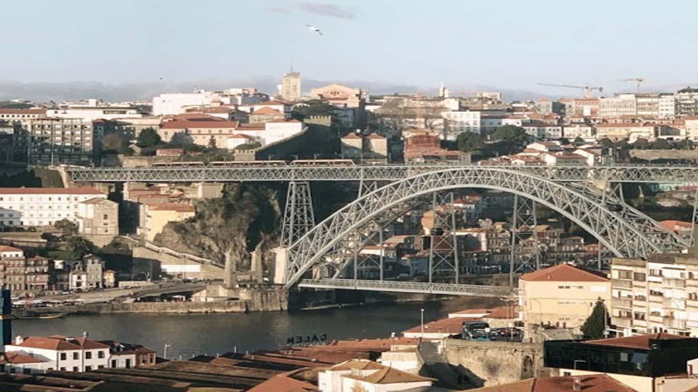 Vista para a zona ribeirinha do Porto