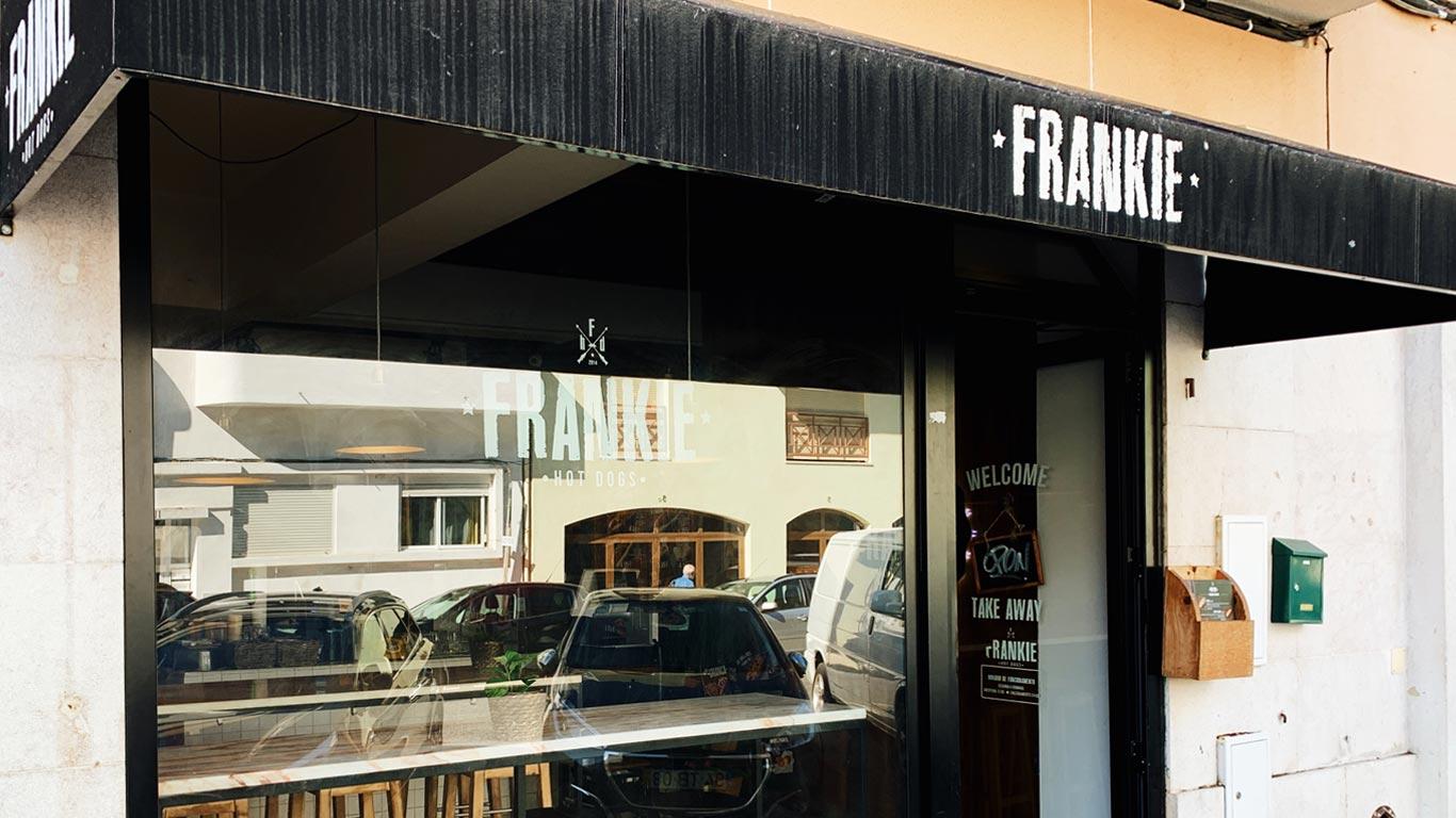 Fachada do restaurante Frankie Hot Dogs na Cidade Universitária.