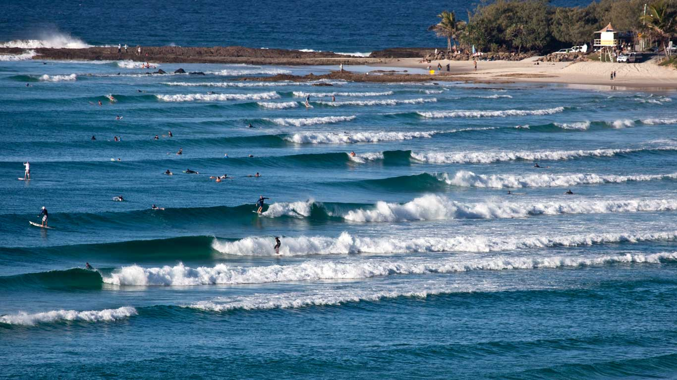 Grande cadência de ondas seguidas, conseguimos ver vários surfistas a surfar ao mesmo tempo