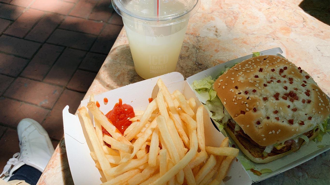 Imagem de um menu take away do McDonald's.