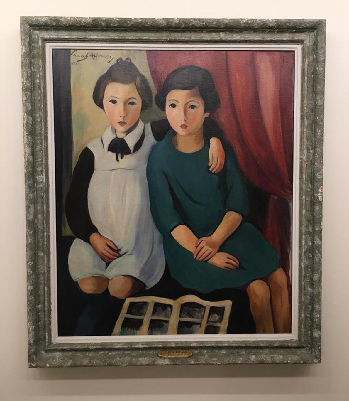 Pintura de duas meninas abraçadas.