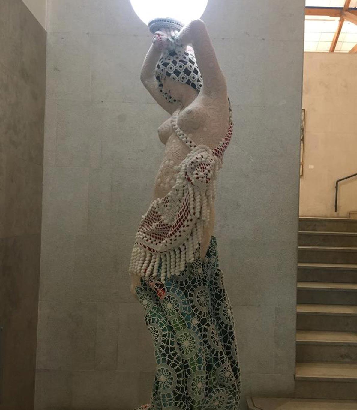 Escultura de mulher