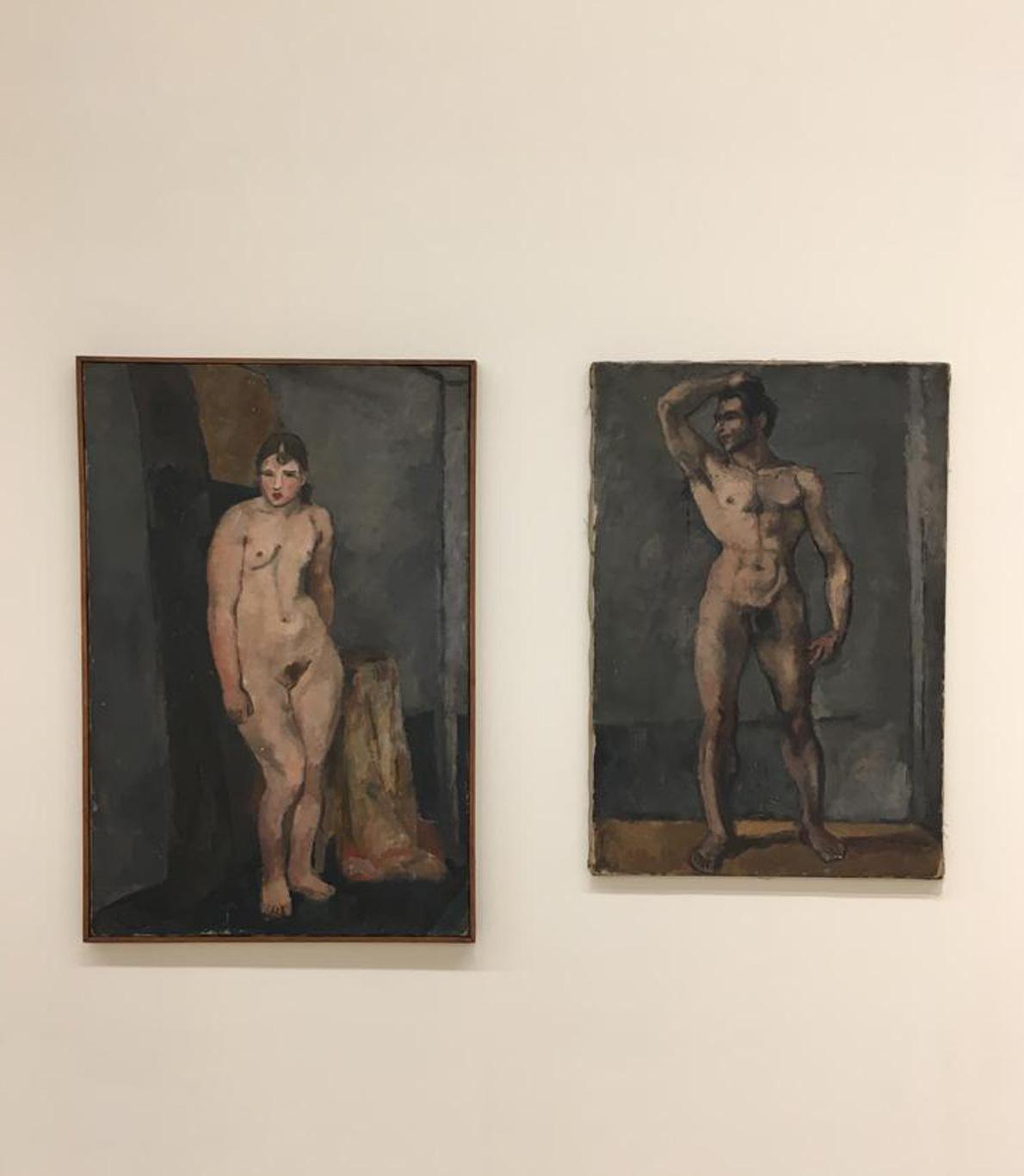 Dois quadros. Um com uma mulher, outro, mais pequeno, com um homem. Aambos estão nus.