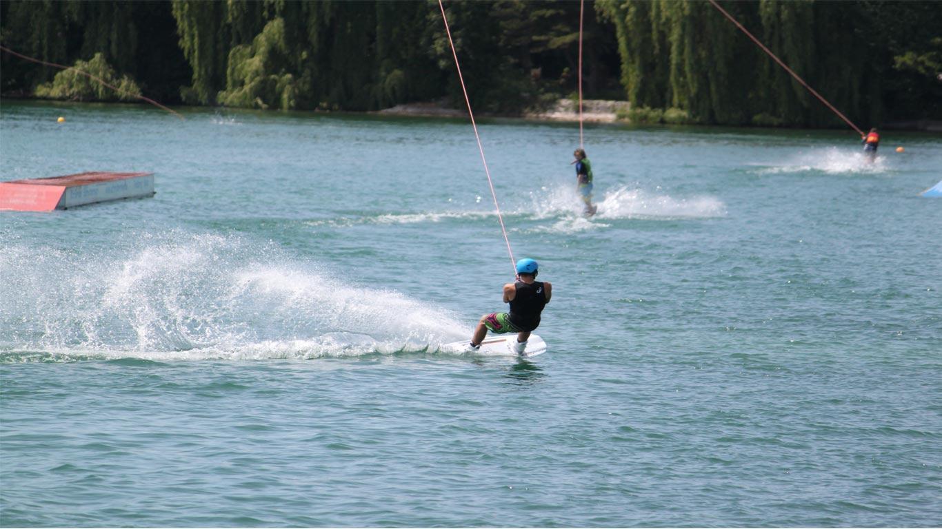 Homem a praticar Ski em Castelo de Bôde
