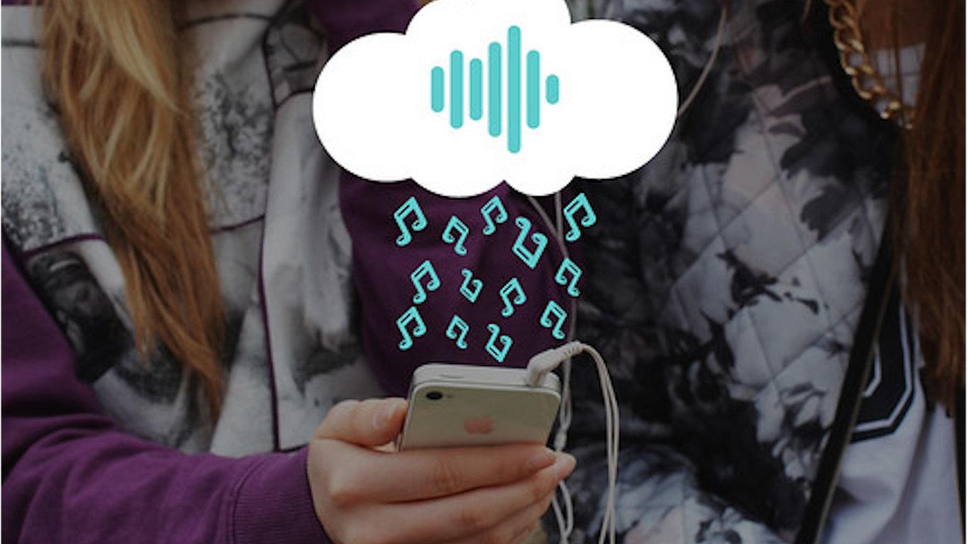 Duas raparigas com telemóvel e ilustração de notas musicais azuis a chover de uma nuvém branca.