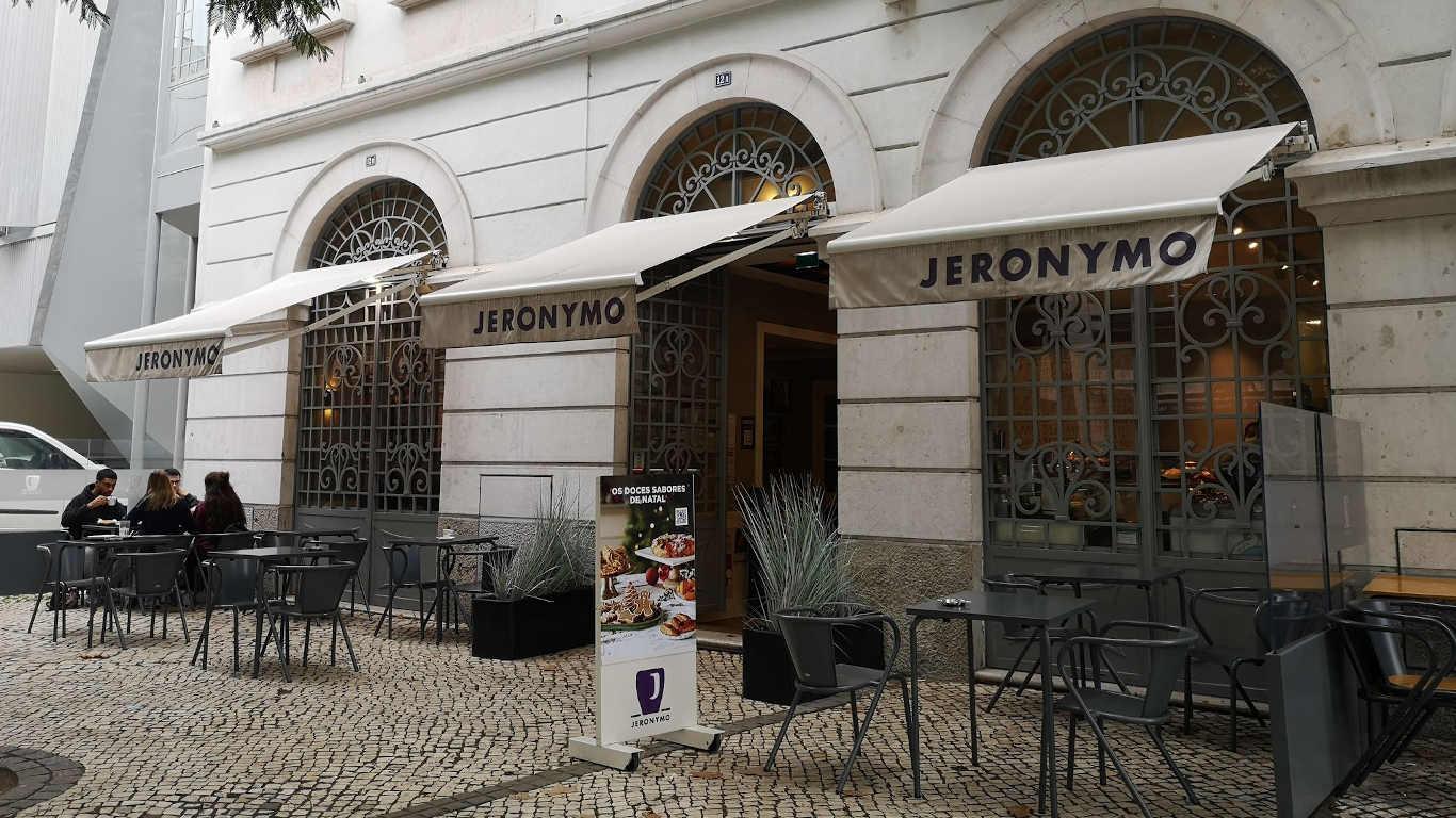 Exterior e esplanada do Jeronymo do Saldanha
