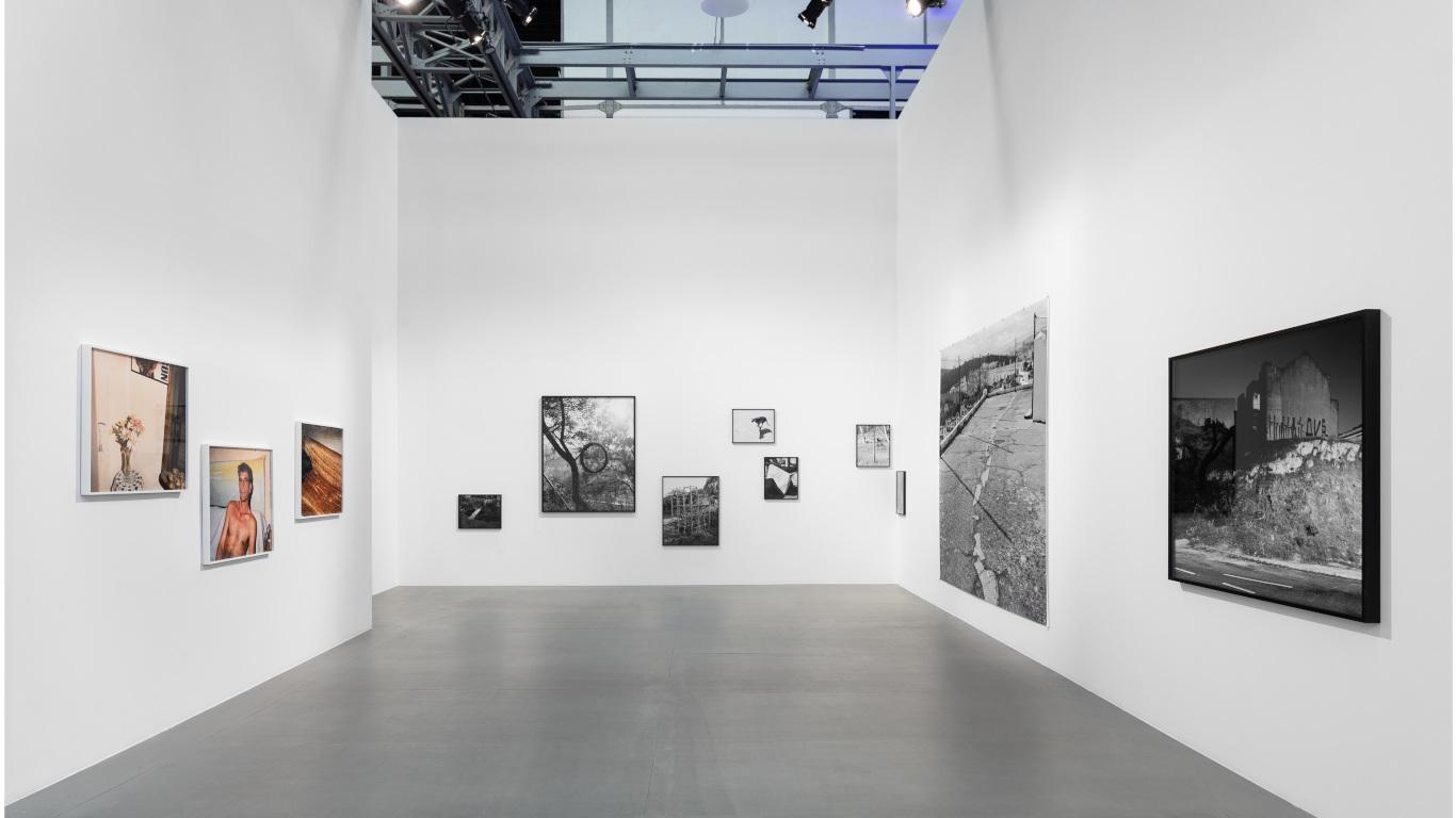 Uma das salas da exposição Ballad Of Today